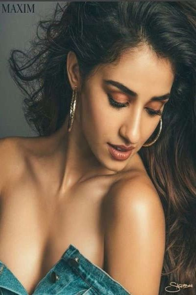 Disha in jeans top