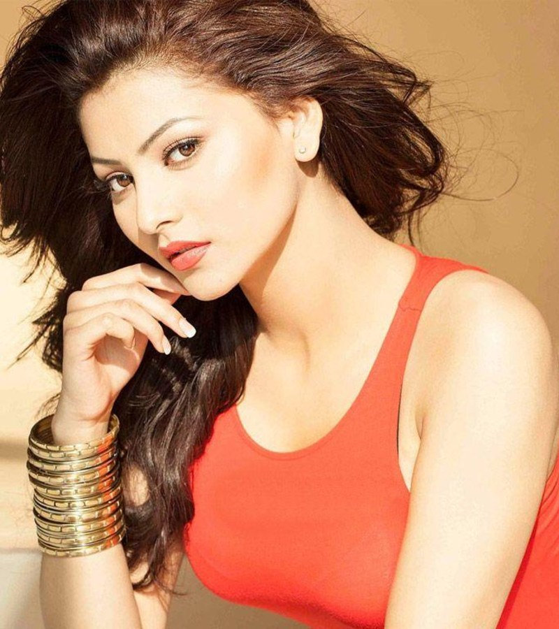 Urvashi Rautela Hot